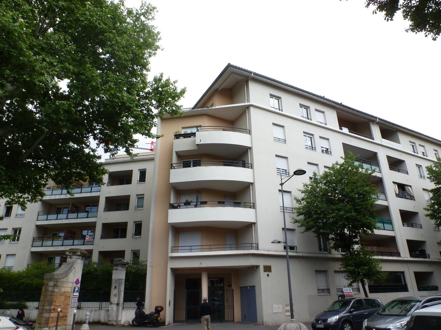 Appartement 64 m2 dernier etage avec terrasse et g