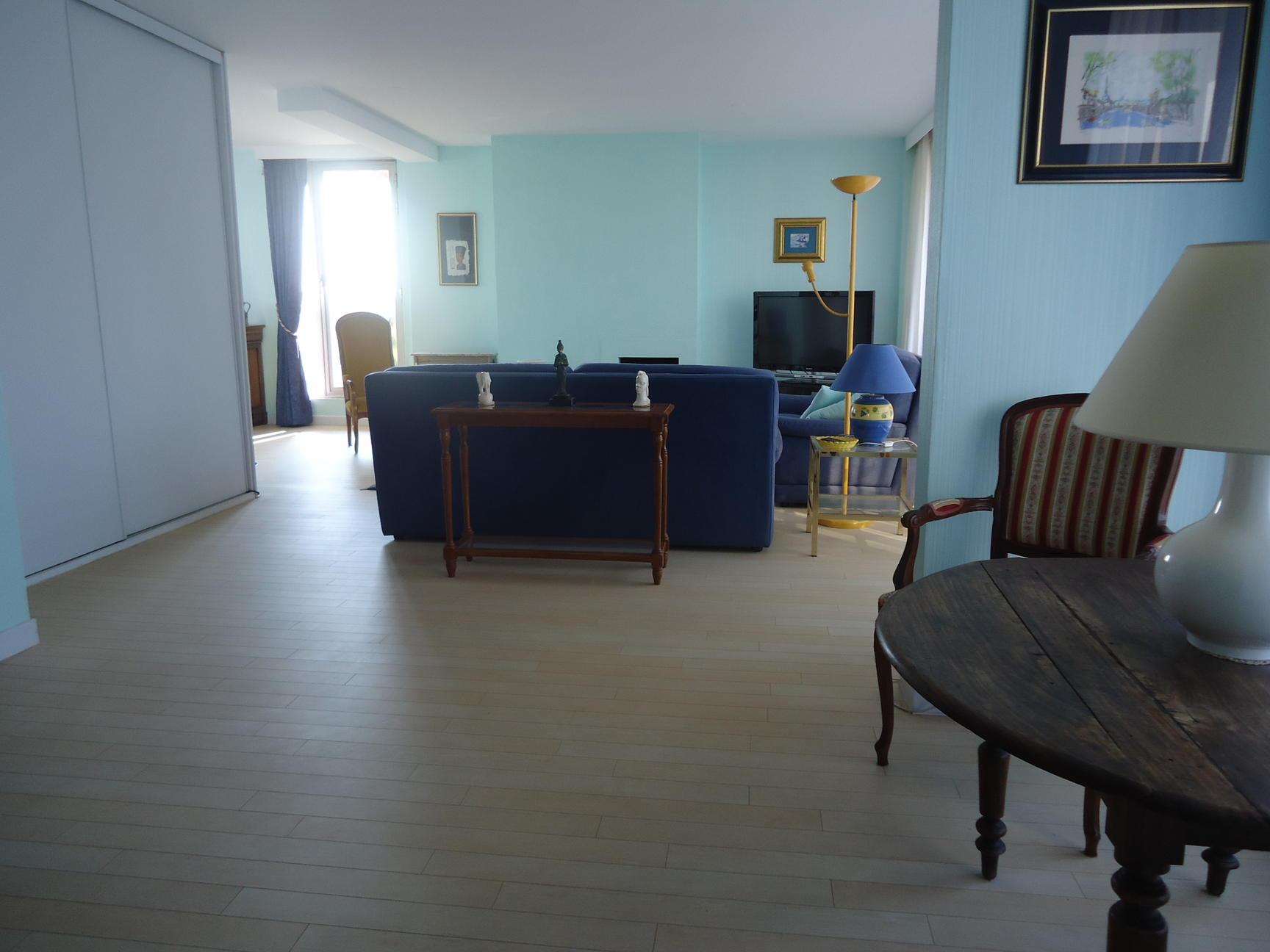 Free appartement de m au centre de dunkerque dans une for Amenagement salon cuisine 50m2