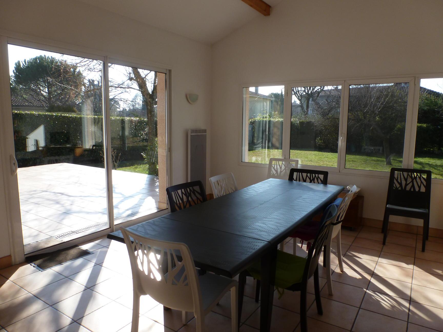 Frederique guillerme agence immobiliere maison de plain pied 130m2 3 chambres dardilly - Maison de 130m2 ...