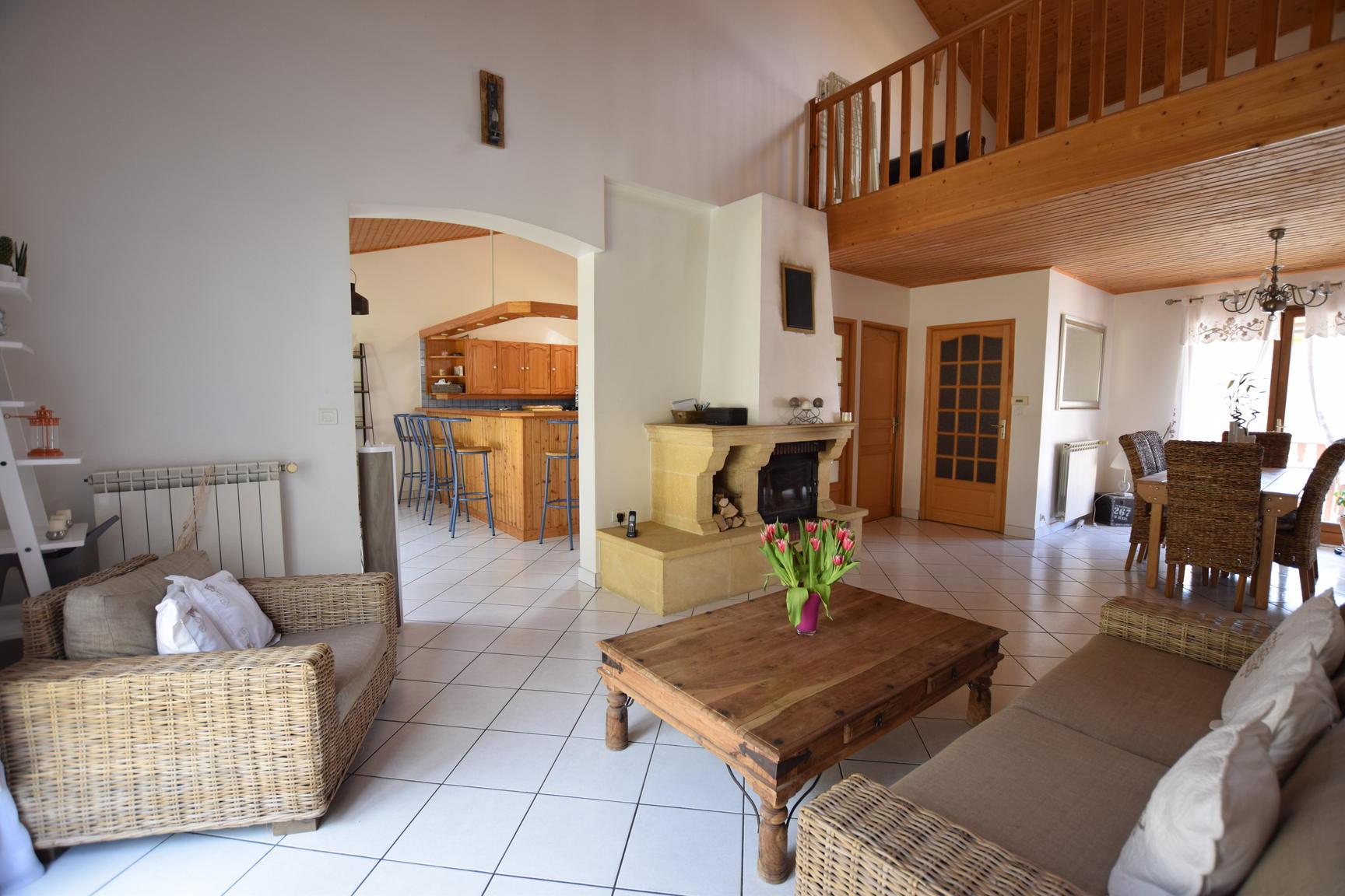 annonce vente maison chasse sur rh ne 38670 182 m. Black Bedroom Furniture Sets. Home Design Ideas